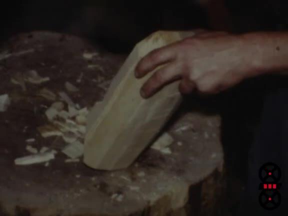 Bois, le sabot, artisan M. Beroud à Montmerle-sur-Saône, 10 octobre (Le)